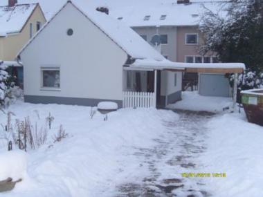 Vermietung: Kleines Haus für 2/3 Personen mit großer Garten, Garage und Carport