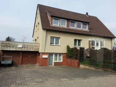 Großzügiges 2 Familienhaus mit Vollkeller 3 Garagen und Stellplätze.