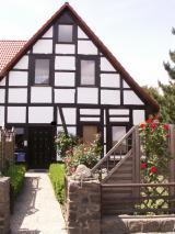 Neustadt: 4-Zimmer-Wohnung im Ersten Obergeschoss + Dachterrasse, Zentrums-nah !!